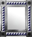 带手工穿孔瓷砖的墨西哥镜子