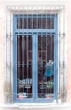 古老的欧洲锻造铁窗护卫