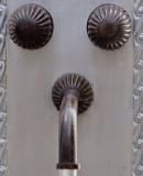 庄园酒吧厨房墙面青铜水龙头