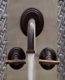 现代酒吧厨房墙面青铜水龙头