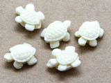 Ivory Turtle Resin Bead 15mm (RES626)