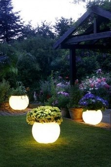 Diy outdoor lighting Homemade Starry Lights These Beautiful Lights Look Amazing Wrapped Around The Trunk Of Couple Small Trees Or Around Trellis When Buying These Lights Root Candles Diy Outdoor Lighting Ideas That Will Make Your Patio Shine