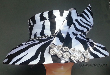 Ladies down brimmed elegant hat with animal print