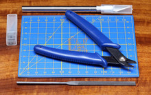 Hareline Cutting Board with Tool Set