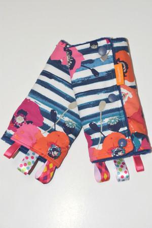 Paparounes Crimson Poppy baby carrier drool pads