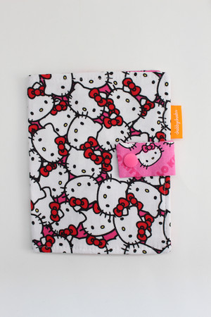 Hello Kitty crayon wallet closed view