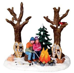 04224 - Staying Warm, B/O (4.5v) -  Lemax Christmas Village Table Pieces