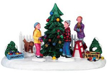 93762 -  Decorating Front Yard Tree - Lemax Christmas Village Table Pieces