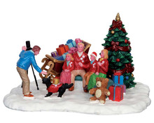 53217 - Festive Family Photo - Lemax Christmas Village Table Pieces