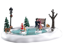 94527 - Victorian Skaters, Battery-Operated (4.5-Volt) - Lemax Table Pieces