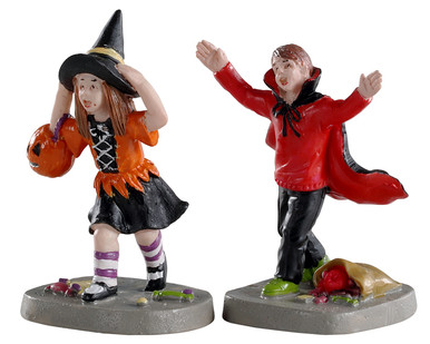 02903 - Terrified Trick-Or-Treaters, Set of 2 - Lemax Spooky Town Figurines