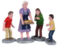 02945 - Family Tradition, Set of 4 - Lemax Figurines