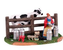 13563 - Victorian Dairy Farmer - Lemax Table Pieces
