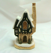 David Winter's  ~  HOLLY BERRY COTTAGE ... 1999  *  NEW From Our Retail Shop