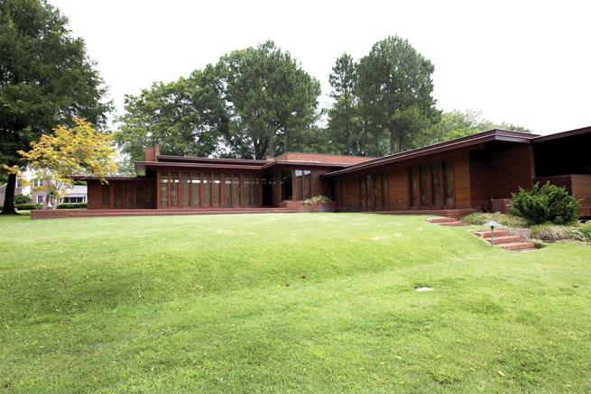 frank-lloyd-wright-rosenbaum-house-front-view.jpg