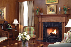 williamsburg-cherry-flat-beaded-princeton-mantel.jpg