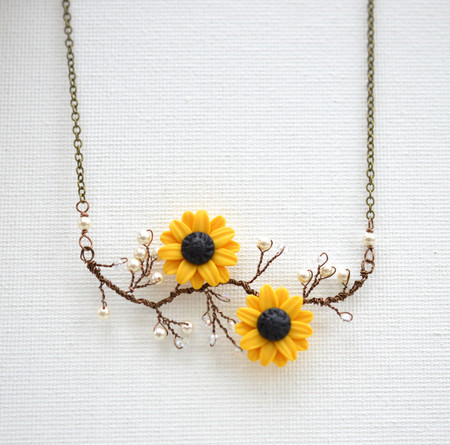 Emily Vine Necklace in Yellow Sunflower