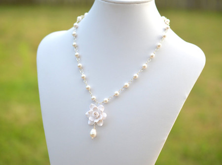 Mary Bridal Centered Necklace in White Gardenia and Pearls