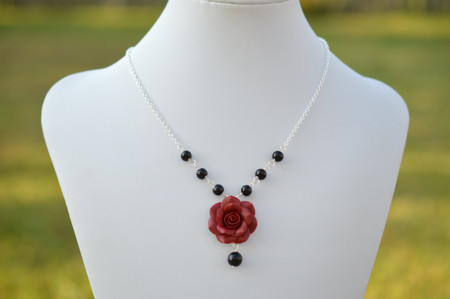 Hannah Centered Necklace in Red Garnet and Pearls