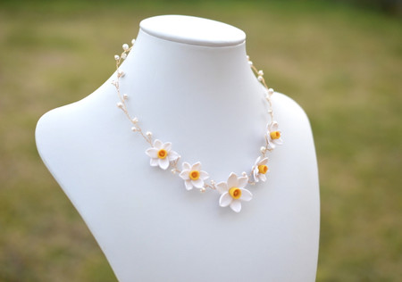 Nora Vine Necklace in white Yellow Center  Daffodil/Narciscus
