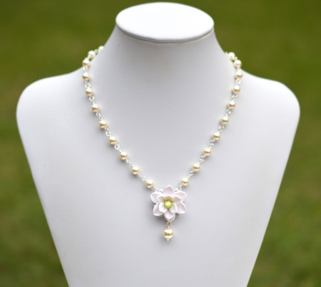 Mary Bridal Centered Necklace in White Magnolia