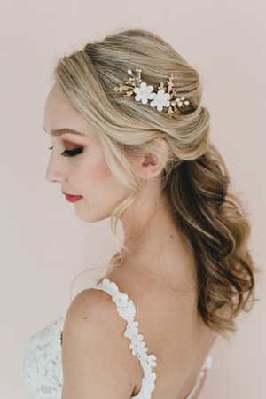 Kiara Bridal Hair Comb in White Gardenia and Oak Leaf Branches.