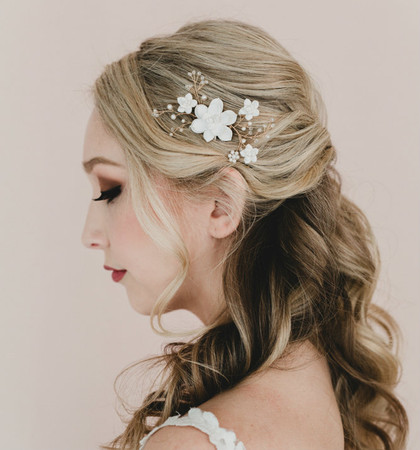 Vera Bridal Hair Comb in White Succulent