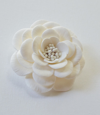 Rosemarie in  Single Large White Rose Clip with Stamens.