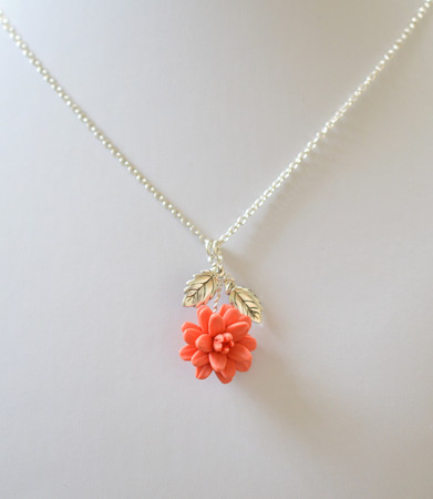LIzzy Pendant and Leaves Necklace in Coral Dahlia