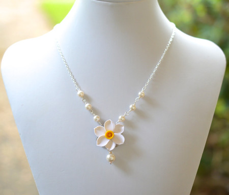 Lexie Centered Necklace in White and Yellow Daffodil