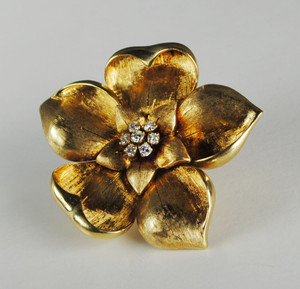 18 Karat Yellow Gold Diamond Flower Pin
