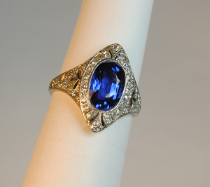 ON SALE  Edwardian Ceylon Sapphire2.35 carats and Diamond Ring Platinum