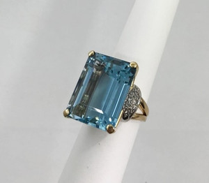 Retro 14kt and Platinum Aquamarine & Diamond Ring 26 carats