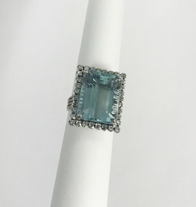 Estate14kt White Gold Aquamarine & Diamond Cocktail Ring 18cts.