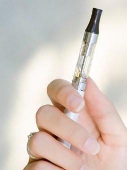 E liquid vape pen relative size comparison