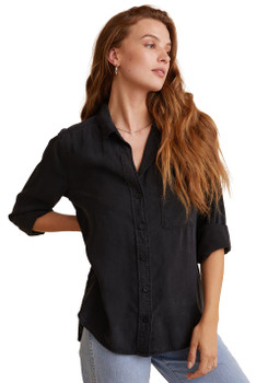 Bella Dahl Shirt Tail Button Down Shirt In Vintage Black