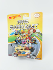 Hot Wheels Mario Series Collectible Die Cast Vehicle: Super Mario Kart