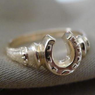 14k Gold Horseshoe and Horse Hooves Ring
