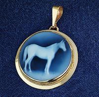 14k Gold Round Horse Cameo Pendant