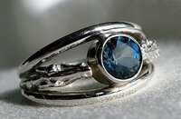 14k Yellow or White Gold Horse Head Ring with Center Sapphire