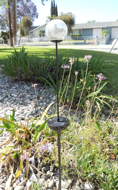 The Crackle Glass solar stake lights rotate through 7 different colors.