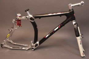 1998 GT STS 1000-DS Frame: Thermoplastic Carbon Fiber, Rockshox Super Deluxe, RARE