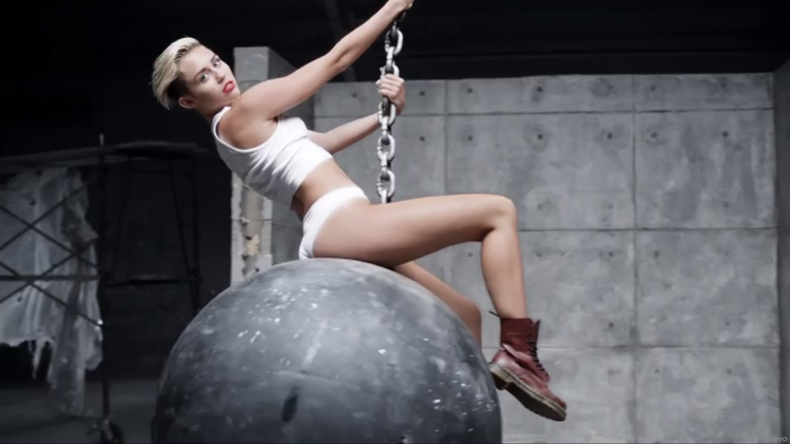 miley-cyrus-wrecking-ball-costume-wallpaper-3.jpg