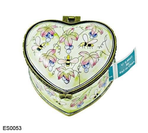 ES0053 Kelvin Chen Bee & Grapes Heart Stamp Box