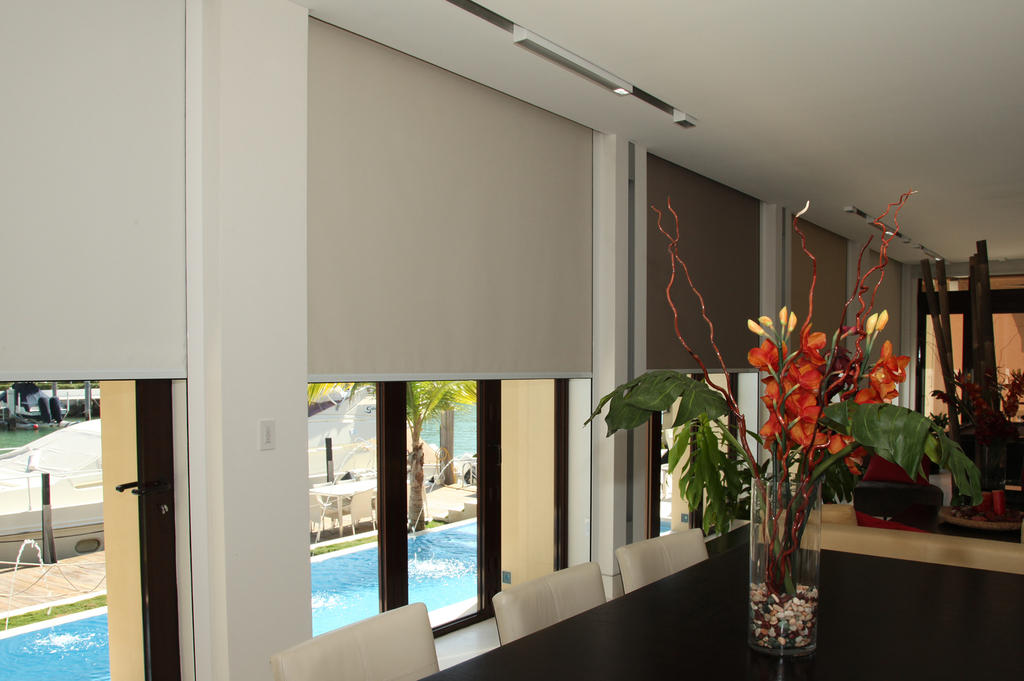 vertilux-rollershades-blackout-with-tracks-020.jpg