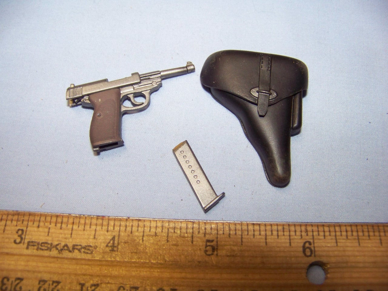 Miniature 1//6th Scale German Walther P-38 /& Holster