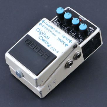 Boss DD-5 Digital Delay Guitar Effects Pedal P-07036