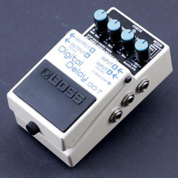 Boss DD-7 Digital Delay  Guitar Effects Pedal P-07571