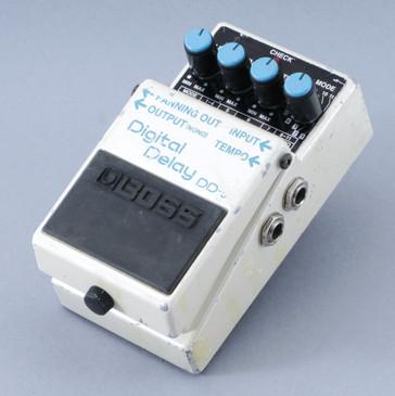 Boss DD-5 Digital Delay Guitar Effects Pedal P-08620