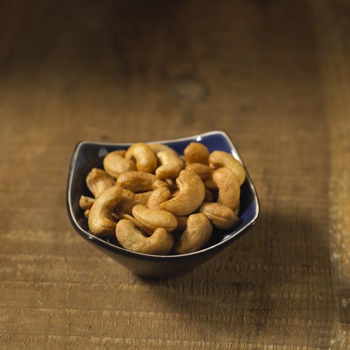 Delicious, slightly salted jumbo roasted cashews.